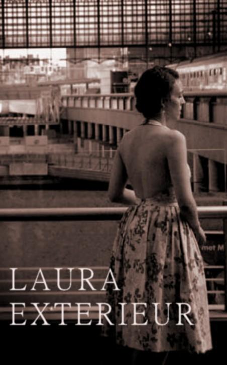 LAURA EXTERIOR